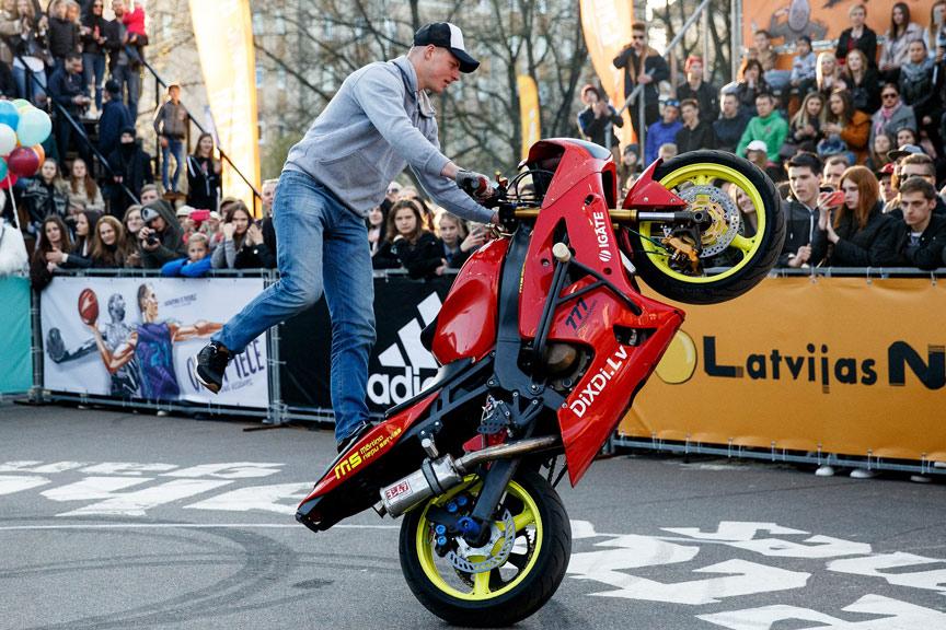 DiXDi atbalsta Didzis Grundulis streetbike freestyle Latvija